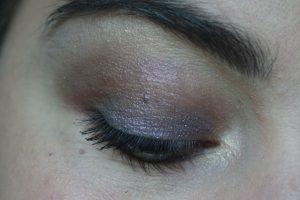 maquillage yeux paillettes violettes