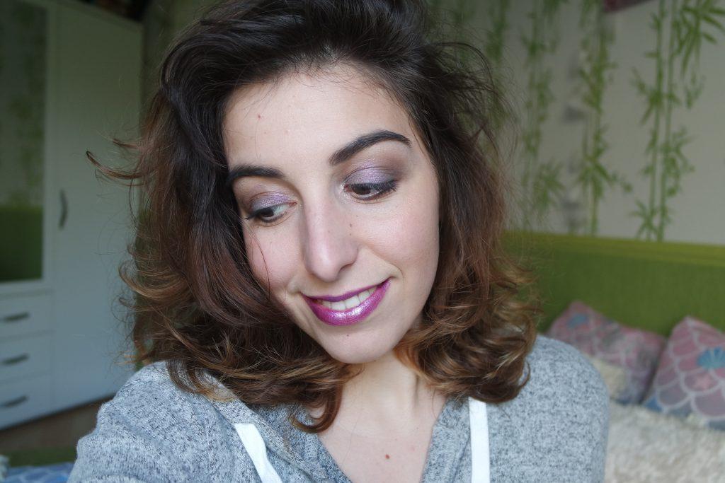 Maquillage paillettes violettes