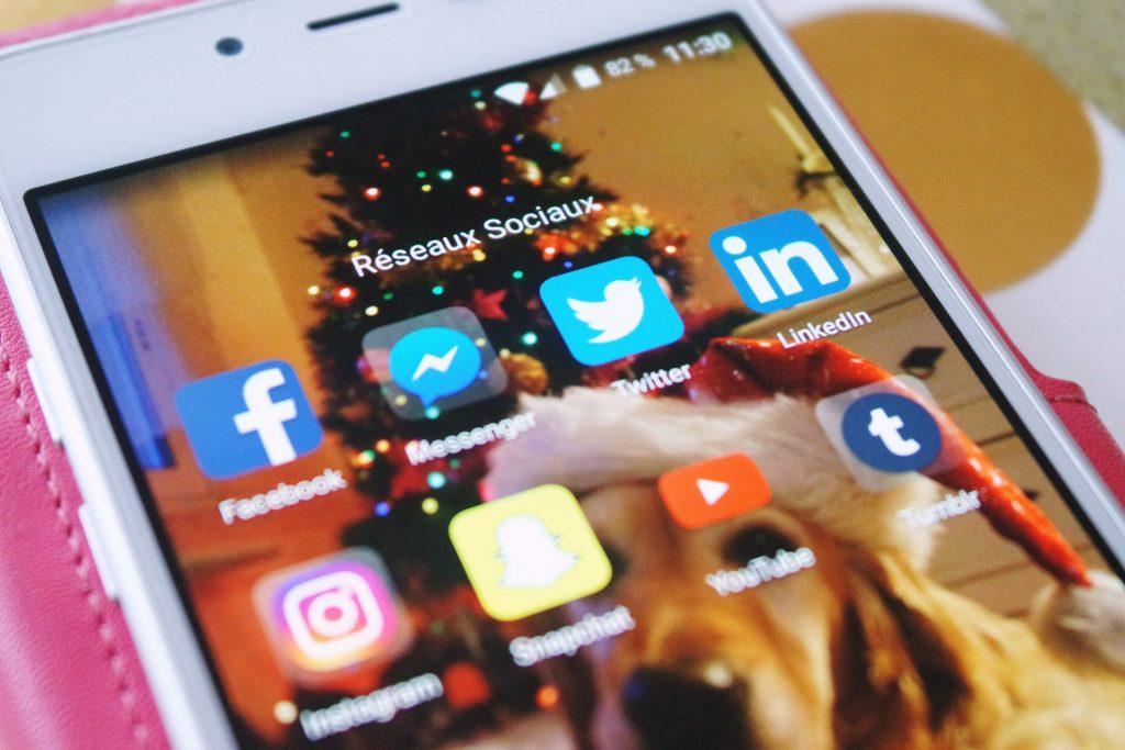 Réseaux sociaux facebook snapchat instagram twitter