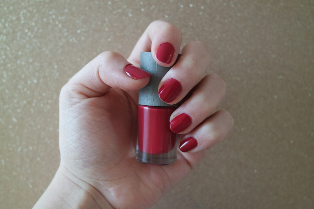 vernis ongle the red one boho green makeup