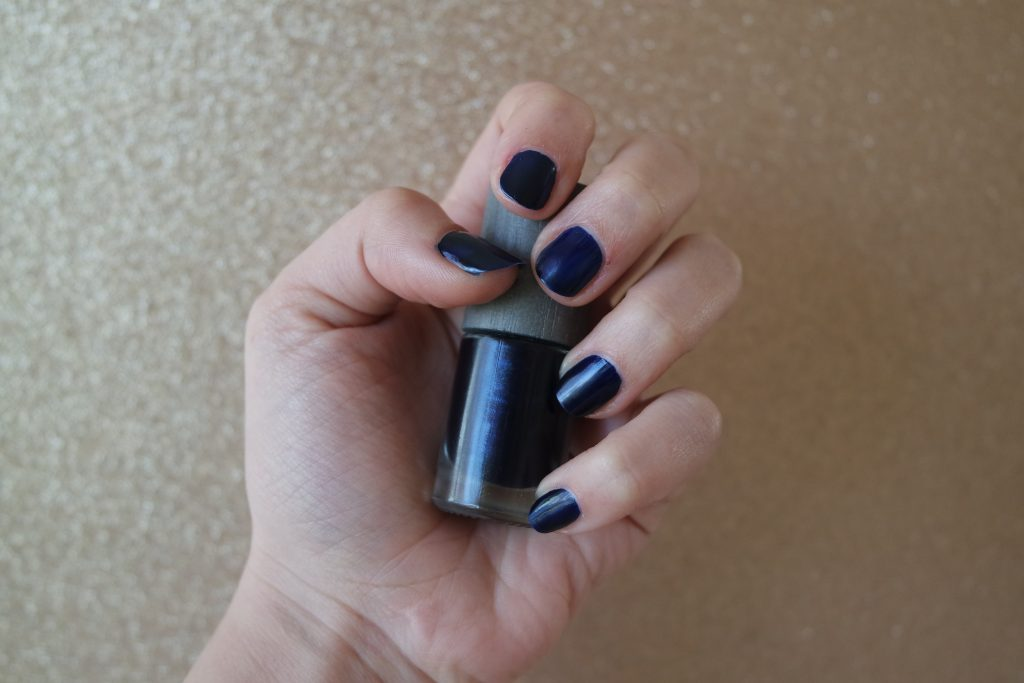 vernis ongles ombre noire boho green makeup