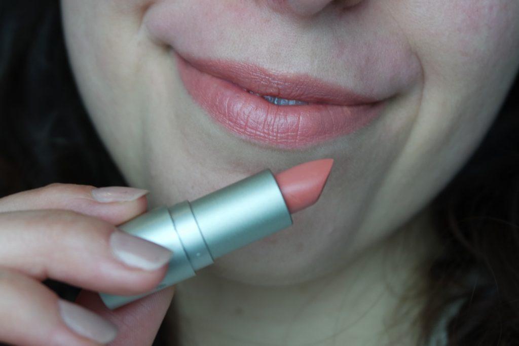 Nobody's baby lipstick rouge à lèvre ilia beauty