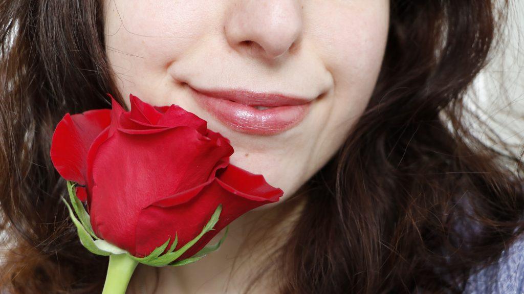 Cassis rouge à lèvre bio boho green makeup swatch revue