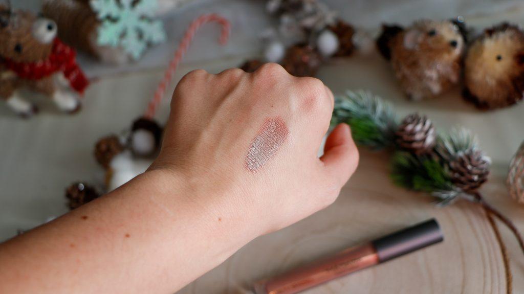 swatch fard à paupière rose irisé vert madara cosmetics